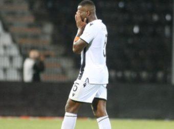 """""""Λύγισε"""" μετά το 0-0 με ΠΑΟ ο Βαρέλα – Έπεσε στο χορτάρι – Τον παρηγόρησε ο Πασχαλάκης! (ΦΩΤΟ)"""