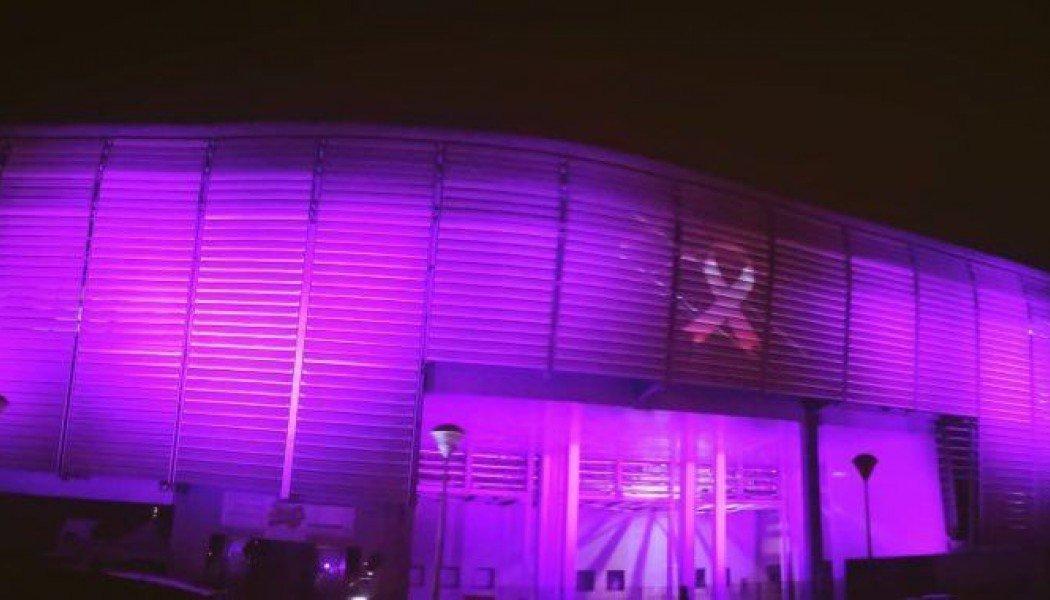 Και όμως έγινε! Στα ροζ ντύθηκε πασίγνωστο ελληνικό γήπεδο