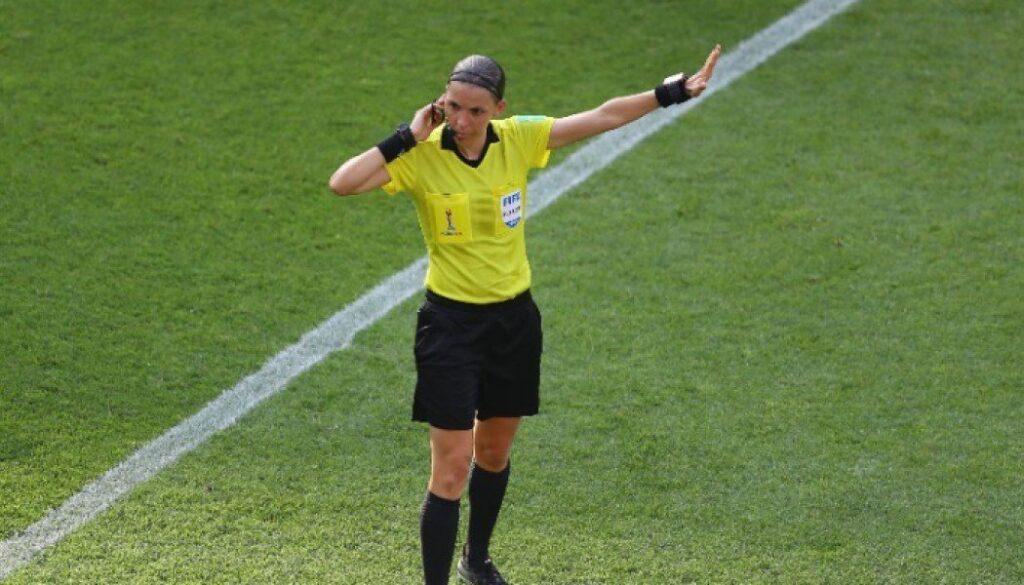 Γράφεται η ιστορία στο Champions League! Αυτή είναι η πρώτη γυναίκα διαιτητής στη διοργάνωση