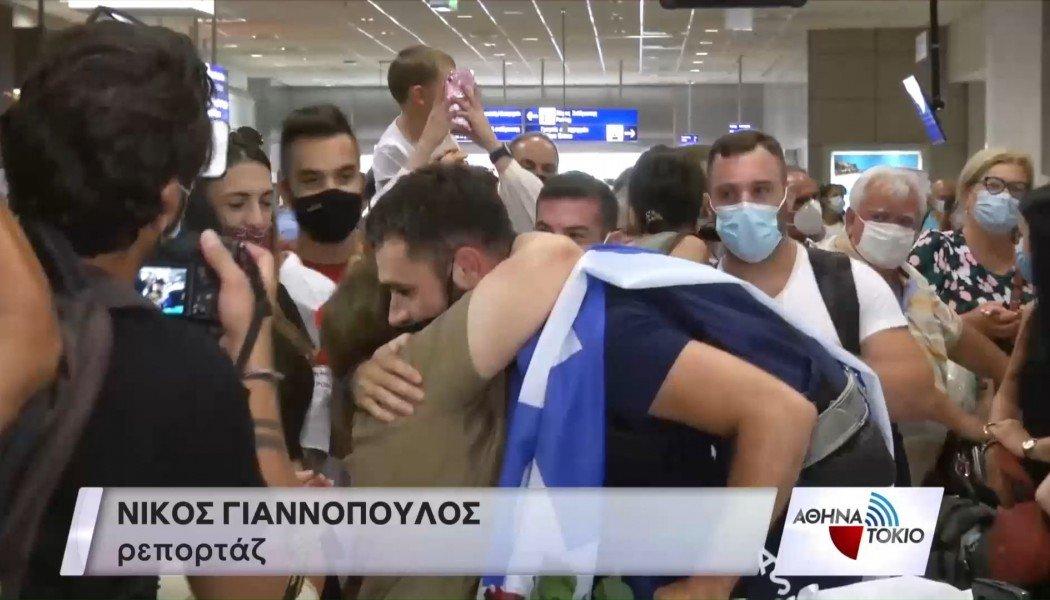 Επέστρεψε στην Αθήνα ο Ιακωβίδης – Αποθέωση στο αεροδρόμιο – Εντυπωσιακές εικόνες (ΒΙΝΤΕΟ)